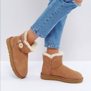 UGG 🔴 Bailey button mini short In Chestnut